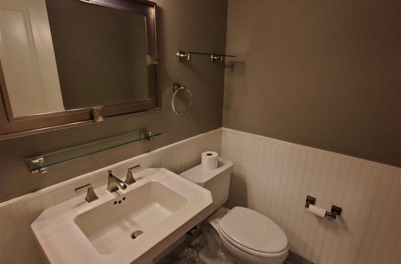 60 Malet Street bathroom