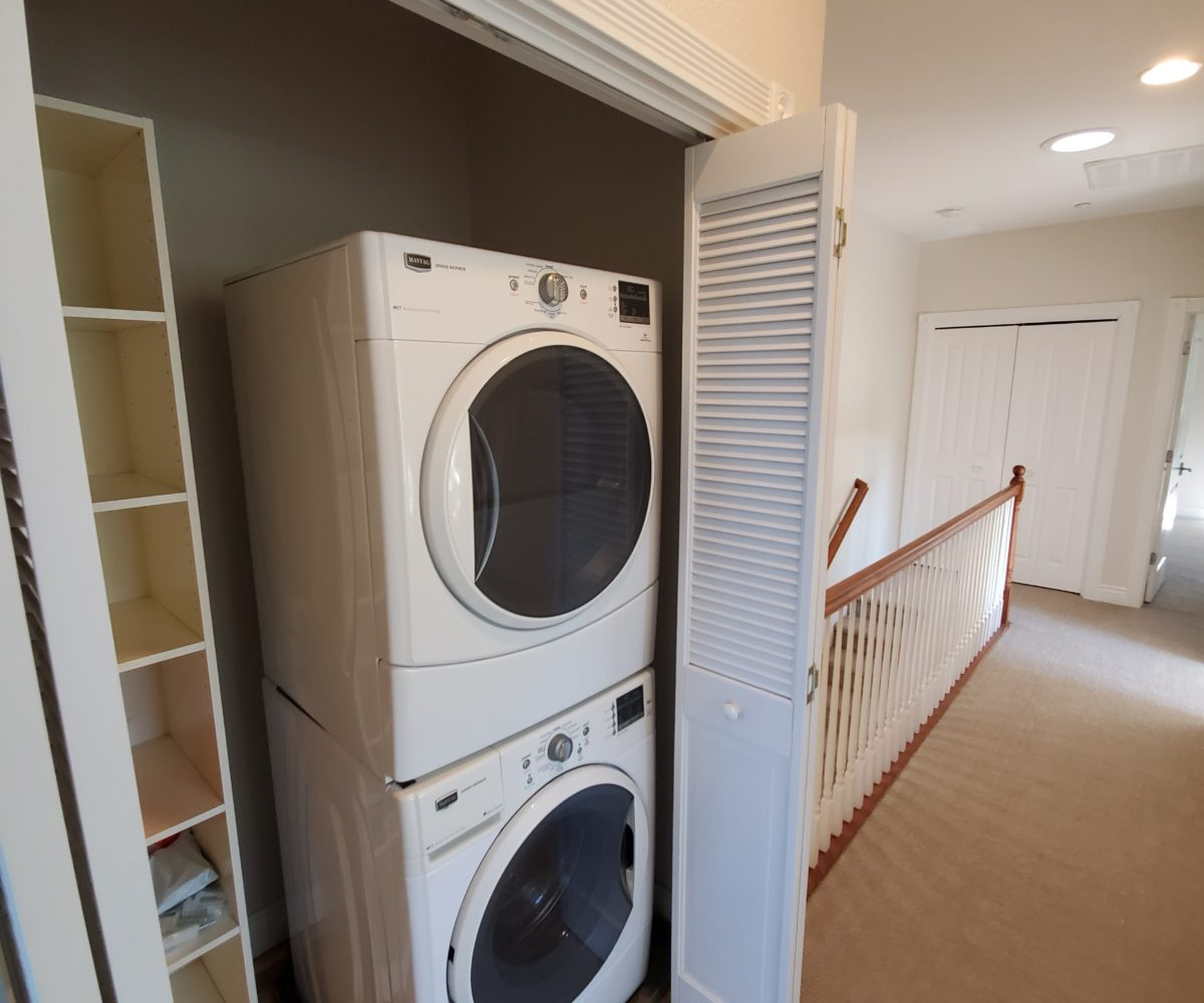 60 Malet Street washer and dryer