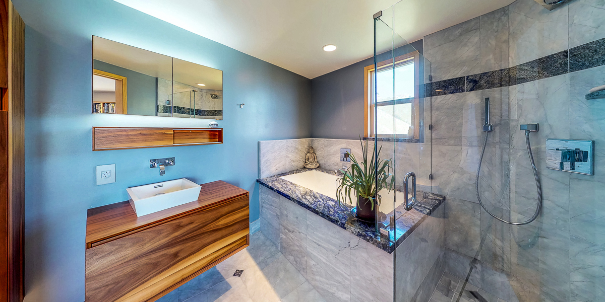 Sales Bathroom tub and shower